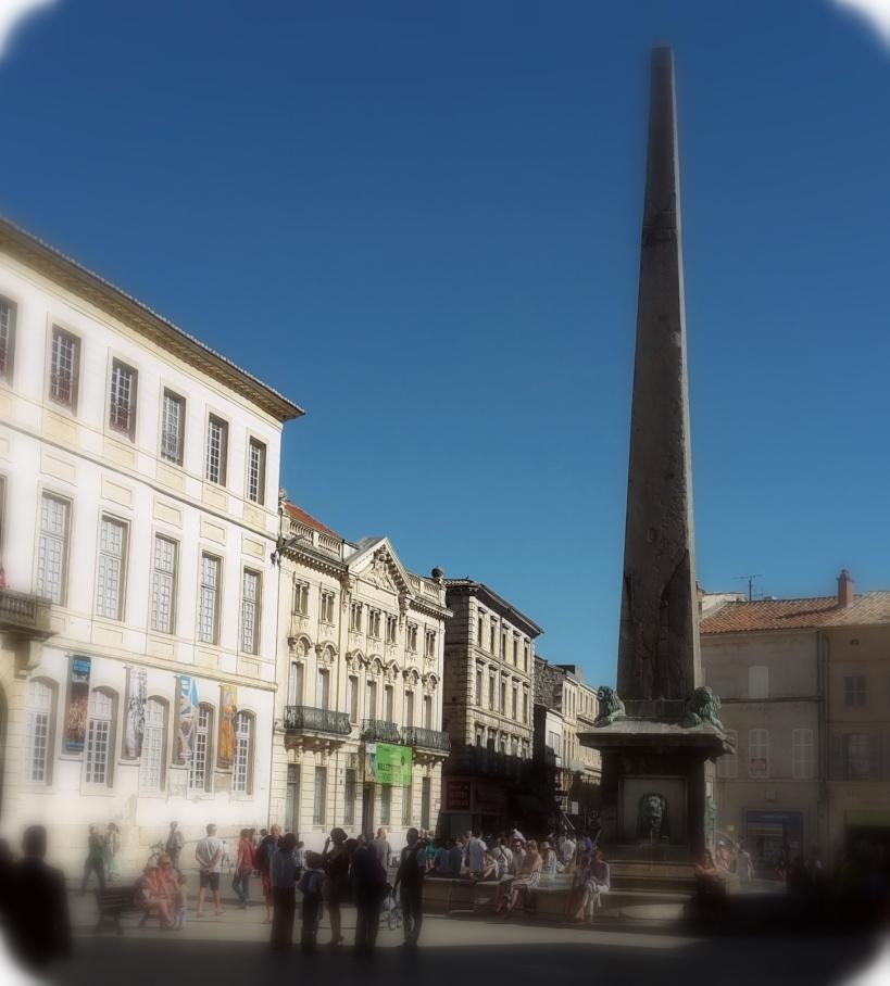 obelisco arles